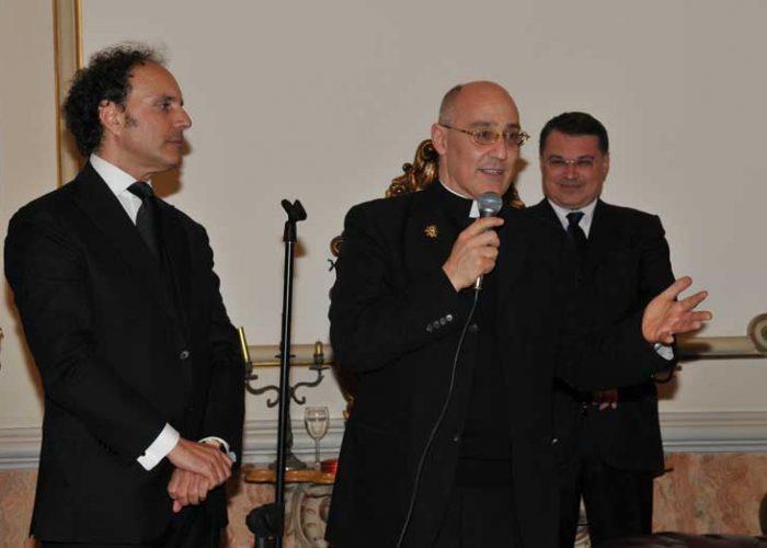 Mons. presidente rivolge un saluto agli intervenuti al Simposio Internazionale di Scienza